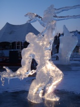 2015 Long John Jamboree - The Hulk carved by a team from USA won a Silver Medal. incredible how they carved a chain out of ice !